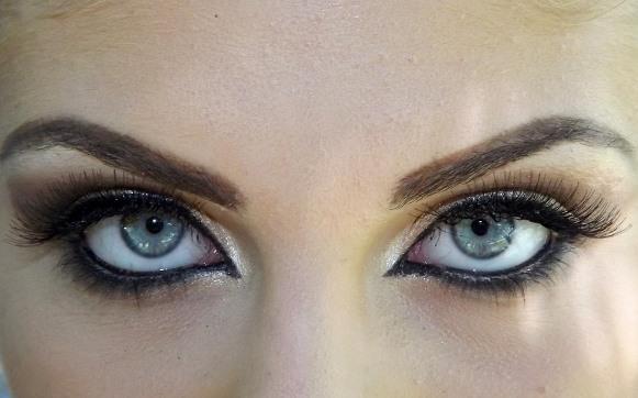 Preocupe-se também com a maquiagem dos olhos. (Foto Ilustrativa)