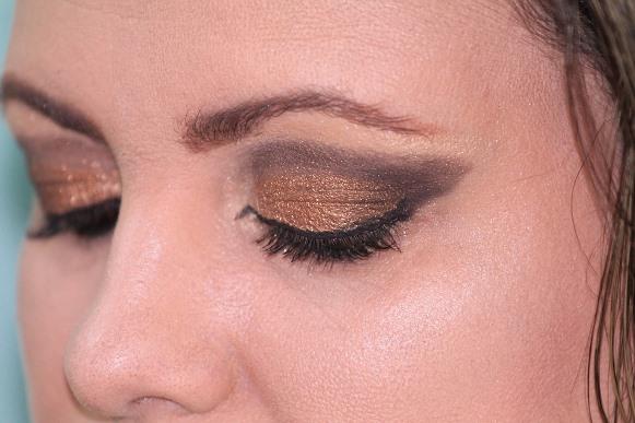 As cores metálicas fazem sucesso nas maquiagens de fim de ano. (Foto Ilustrativa)
