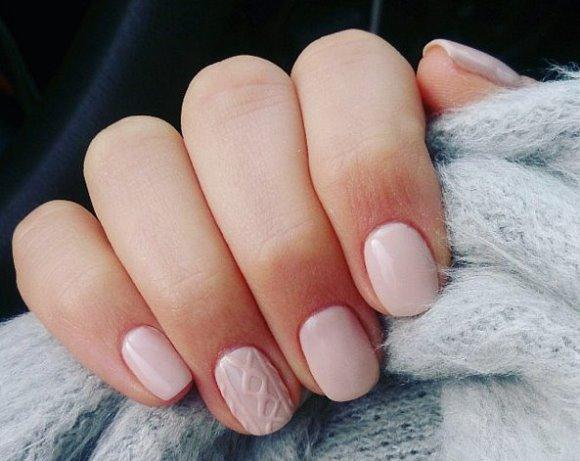 A nail art parece tecido de verdade. (Foto: Reprodução/POP-SUGAR)