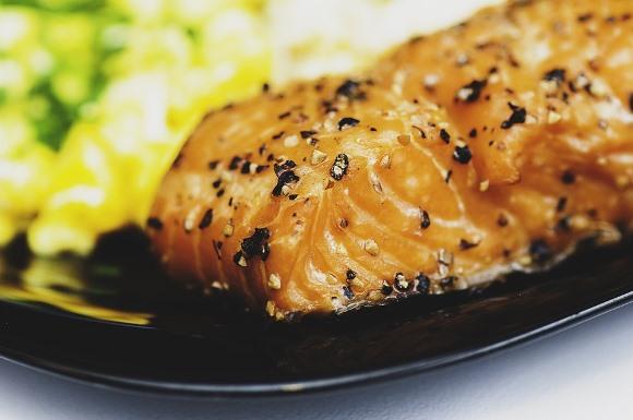 Ingerir peixe ou carne antes do arroz reduz os níveis de açúcar no sangue. (Foto Ilustrativa)