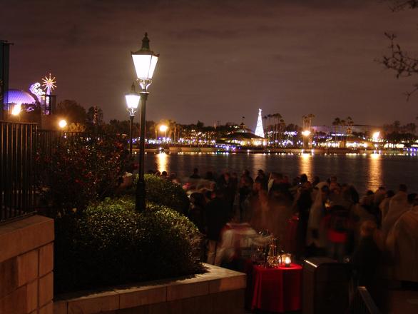 Cidade fica iluminada, principalmente na época de natal e ano novo (Foto: Divulgação)