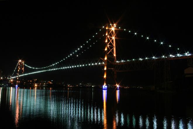 Ponte atrai centenas de turistas, principalmente na virada do ano (Foto: Divulgação)