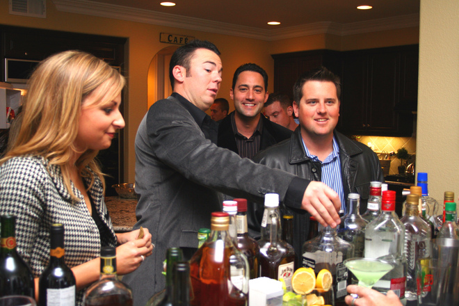 Participe de festas e encontros em lugares confiáveis (Foto: Divulgação)