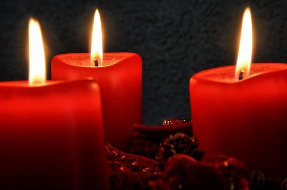Use as velas coloridas para deixar a sua festa mais bonita. (Foto Ilustrativa)
