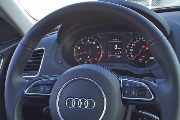O volante oferece acesso facilitado a vários recursos do carro (Foto: Divulgação Audi)