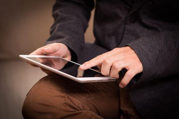 Os recenseadores do IBGE fazem a coleta de dados usando dispositivos eletrônicos (Foto Ilustrativa)