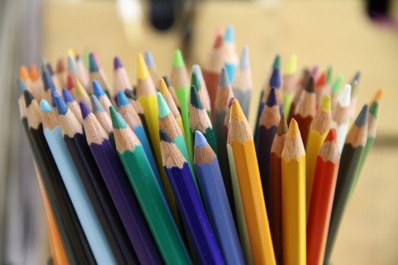 Os lápis de cor estão entre os itens que não podem faltar (Foto Ilustrativa)