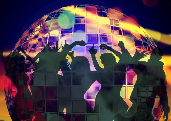 Dançar é uma ótima forma de comemorar a chegada do ano novo (Foto Ilustrativa)