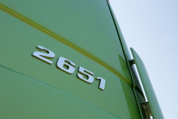 A configuração 2651 é a principal novidade da linha (Foto: Divulgação Mercedes-Benz)
