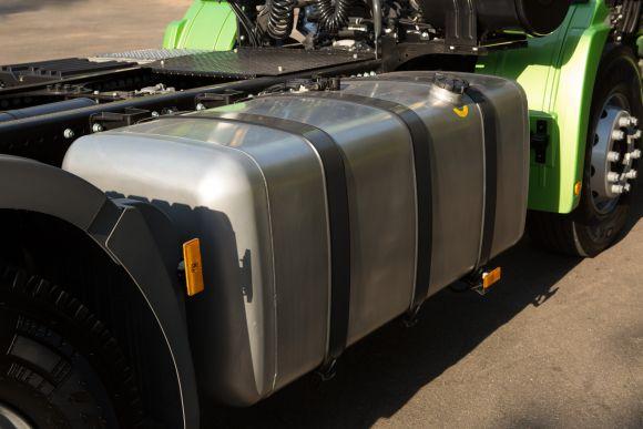 O tanque maior, de 1.080 litros, dá mais autonomia (Foto: Divulgação Mercedes-Benz)