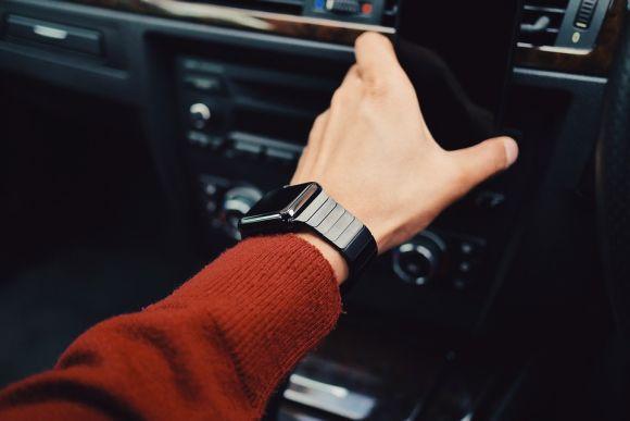 Mesmo na era do smartphone, muitos homens não dispensam o relógio (Foto Ilustrativa)