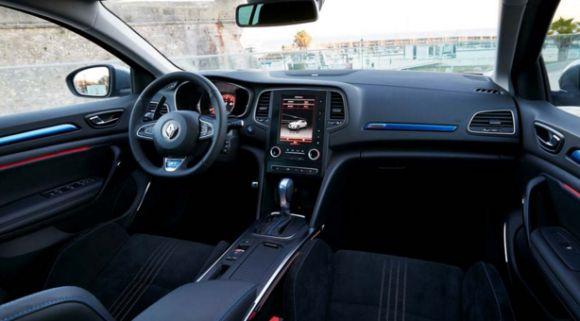 Um dos destaques do interior é a nova tela da central de infoentretenimento (Foto: Divulgação Renault)