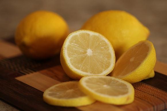 O limão é um ótimo ingrediente para o suco detox. (Foto Ilustrativa)
