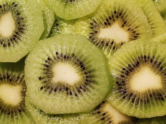 Comer kiwi melhora a digestão e elimina o inchaço. (Foto Ilustrativa)