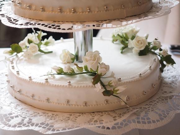 Um lindo bolo de casamento decorado. (Foto Ilustrativa)
