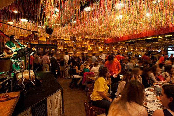 Diversos bares ficam mais movimentados no carnaval (Foto: Veja/Abril)