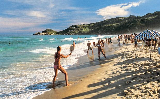 Praias ficam agitadas nesta época (Foto: Viaje Aqui/Abril)
