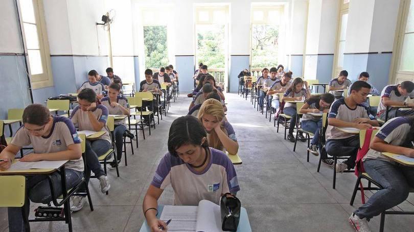 Como economizar com o uniforme escolar