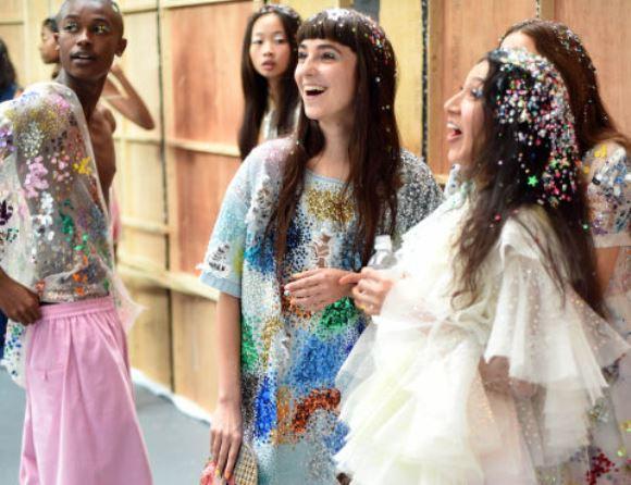 A tendência foi lançada na Semana de Moda de Londres. (Foto: Reprodução/Getty)