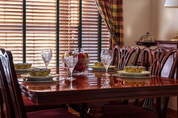 Cortina estampada na sala de jantar. (Foto Ilustrativa)