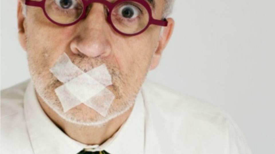 Até pessoas mais velhas possuem medo de falar em público (Foto: Exame/Abril)