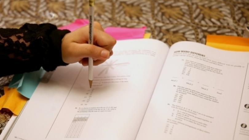 É preciso estudar e manter uma boa nota para permanecer no programa (Foto: Exame/Abril)
