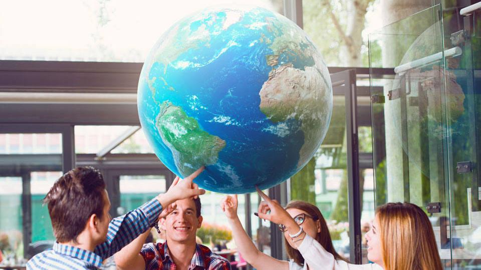 Oportunidade leva vários jovens para aprimorar o conhecimento no exterior (Foto: Exame/Abril)