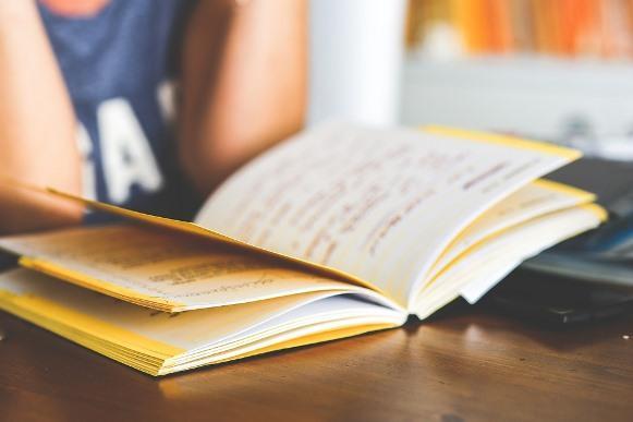 Além de trabalhar, os aprendizes participam de um curso teórico. (Foto Ilustrativa)