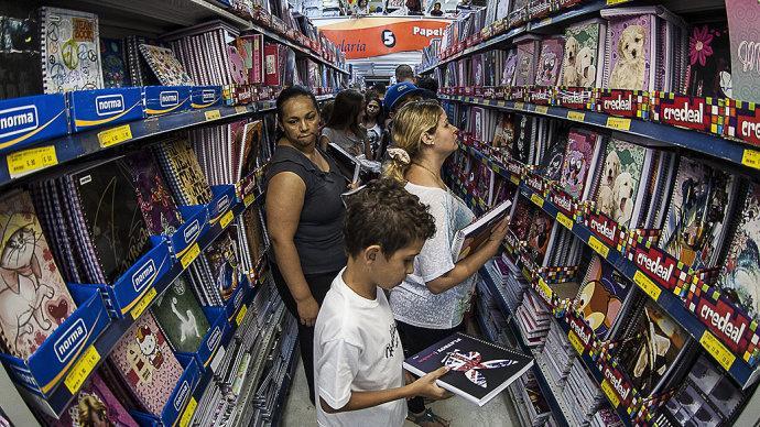 Nada de levar os filhos para fazer a compra do material (Foto: Exame/Abril)