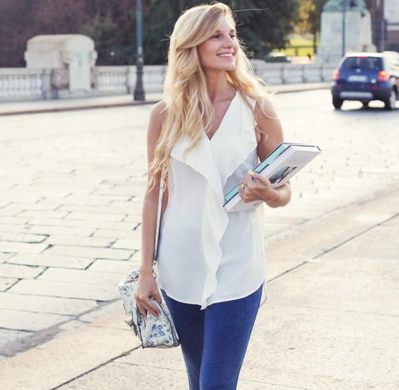 Blusa soltinha + calça jeans. (Foto Ilustrativa)