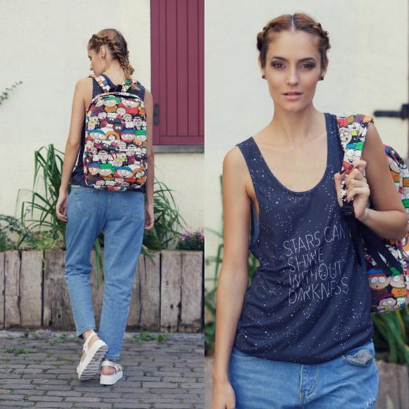 Regata + calça jeans solta. (Foto Ilustrativa)
