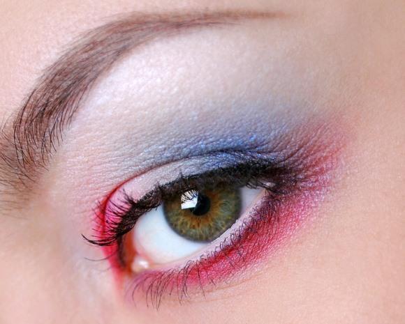 Maquiagem bem colorida para o carnaval. (Foto Ilustrativa)