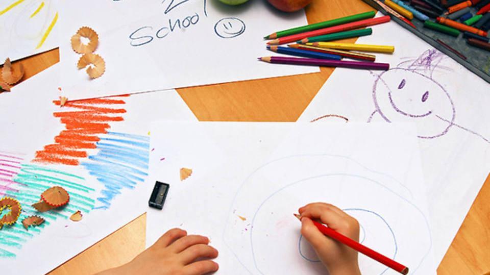 Alguns materiais como caderno de desenho normalmente é do ensino fundamental (Foto: Exame/Abril)
