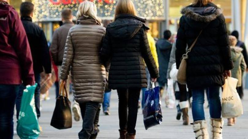 Muita gente já deixou de comprar presencialmente para comprar no conforto de casa (Foto: Exame/Abril)