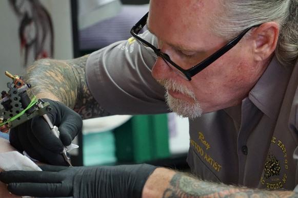 Mitos e verdades sobre remoção de tatuagem. (Foto Ilustrativa)