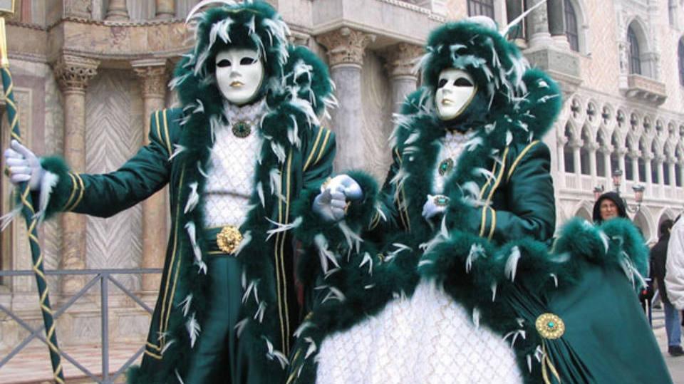 Moldes no estilo do carnaval europeu (Foto: Exame/Abril)