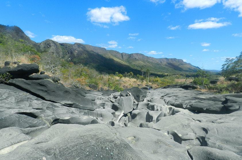 Região é montanhosa e tem várias cachoeiras  (Foto: Viaje Aqu/Abril)