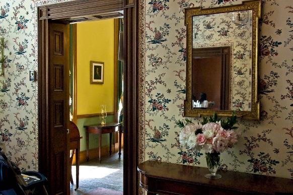 Papel de parede na decoração da sala. (Foto Ilustrativa)