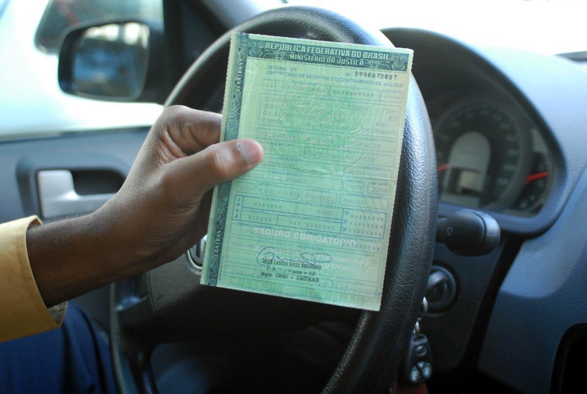 Documento tem que ficar em dia para utilizar o carro sem problemas (Foto: Exame/Abril)