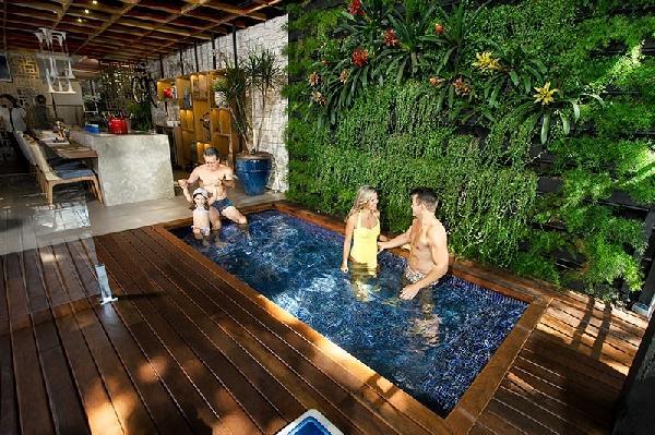 Você deve observar alguns itens na hora de escolher a piscina (Foto Divulgação: Piscinas iGui)