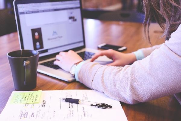 É preciso atender aos pré-requisitos para se inscrever no programa Trainee Renner (Foto: Divulgação)