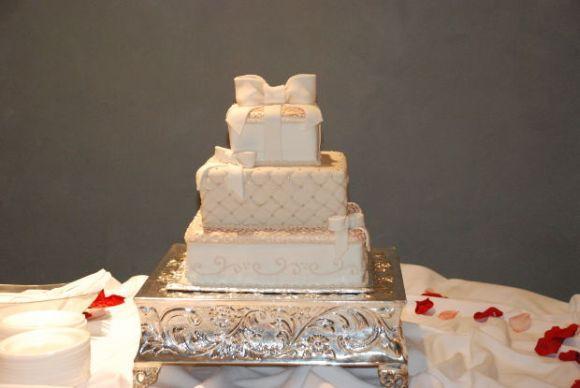 Mais um modelo de bolo quadrado de casamento (Foto Ilustrativa)