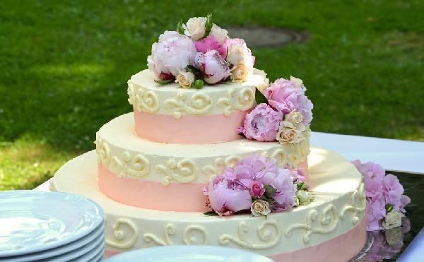 Geralmente, os bolos de casamento têm várias camadas (Foto Ilustrativa)