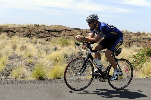 Caminhar ou andar de bicicleta, cinco vezes por semana, durante 30 minutos em cada sessão, também é uma ótima pedida (Foto Ilustrativa)