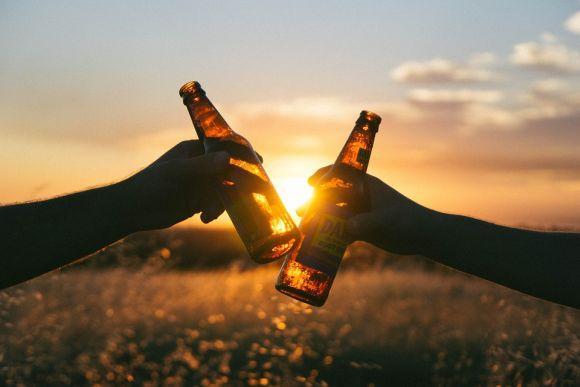 O efeito do álcool é diferente nas mulheres e nos homens (Foto Ilustrativa)