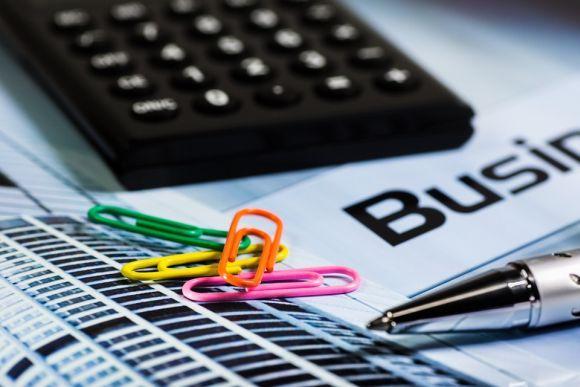Antes de confirmar a assinatura do contrato, faça bem as contas para não apertar o seu orçamento (Foto Ilustrativa)