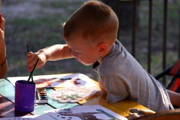 A oferta traz muitos cursos grátis de artes para crianças (Foto Ilustrativa)