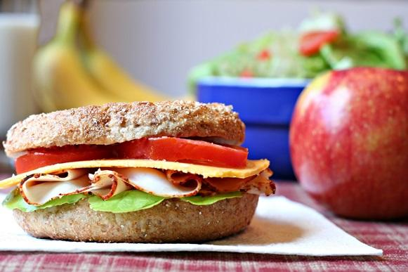 O sanduíche natural é fácil e rápido de preparar. (Foto Ilustrativa)