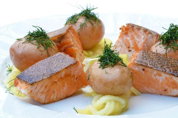 O salmão também ajuda a reduzir celulites. (Foto Ilustrativa)