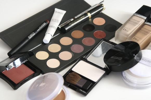 Aprenda retirar a maquiagem sem manchar a pele. (Foto Ilustrativa)